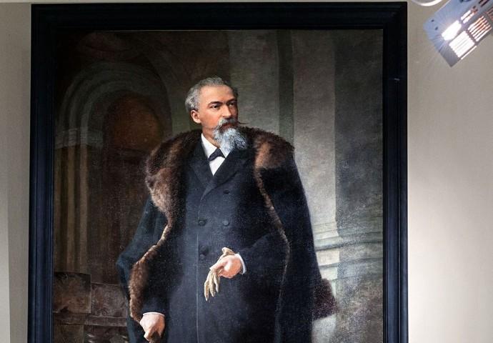 Das Bild des Stifters hängt im Mineraliensaal der Museumsausstellung.
