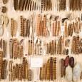 Das besondere an Otto Staudingers Sammlung getrockneter Schmetterlingsraupen und -puppen ist die Art ihrer Herstellung: Staudinger entfernte das Innere der Raupen, zog die Hüllen auf Strohhalme und trocknete sie mit viel Geduld über einem Bunsenbrenner.